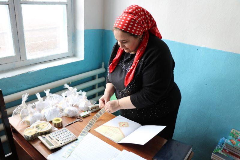 Казбековский район получил 33 тысячи новых учебников
