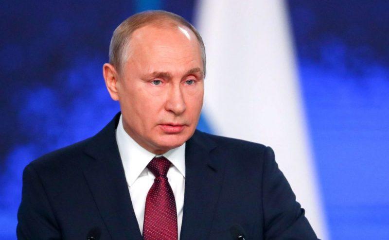 Ипотечные каникулы, миллионы для учителей и врачей. Путин выступил с посланием