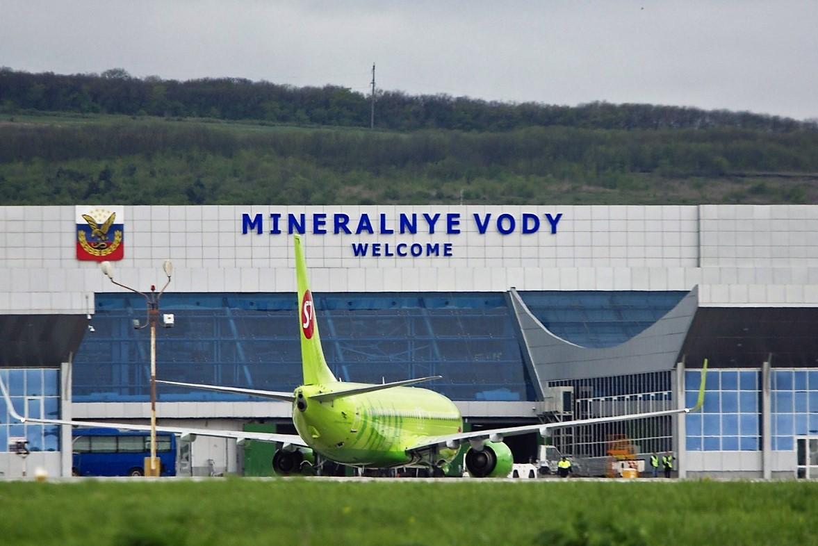 Самолет совершил экстренную посадку в Мин. Водах из-за закурившего дагестанца
