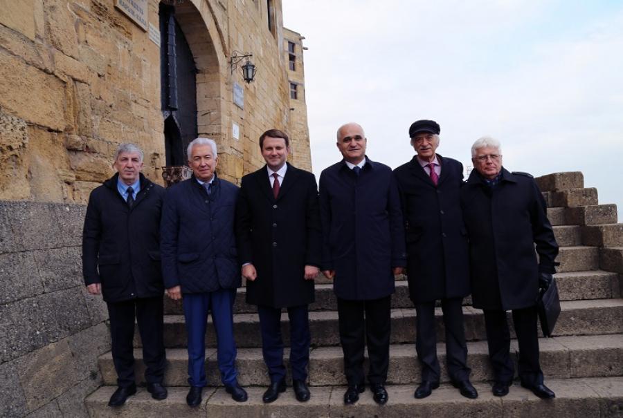 Владимир Васильев и Максим Орешкин посетили крепость Нарын-Кала