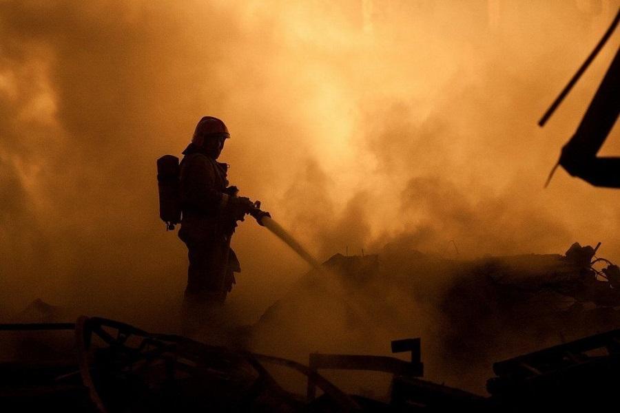 В селе Гильяр местный житель спас семью от пожара