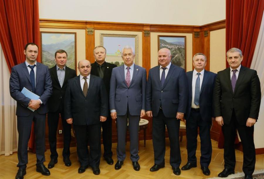 Владимиру Васильеву представили гендиректора «Газпром межрегионгаз Махачкала»