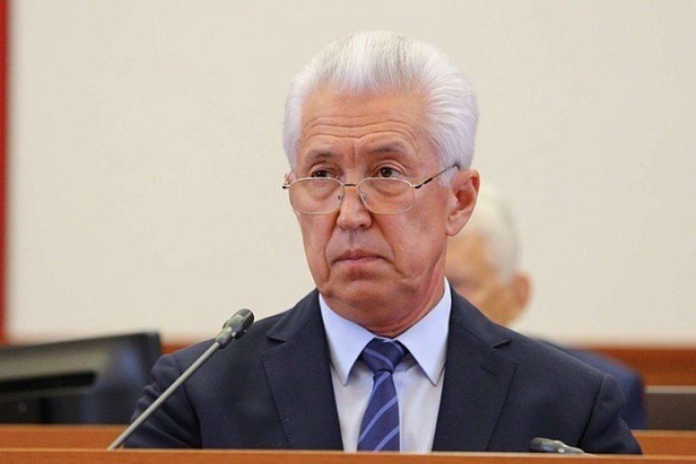 Владимир Васильев поручил повысить детские пособия