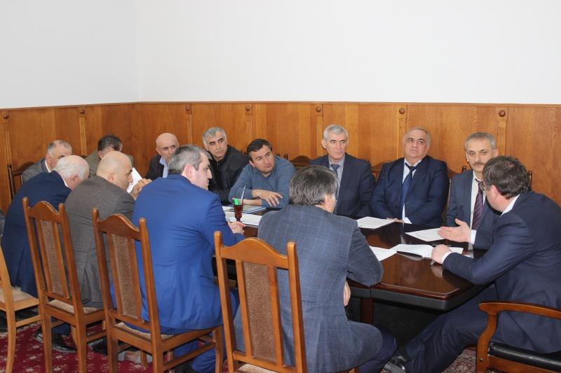 Глава района обсудил с инициативной группой из села Гурбуки проблему статуса местной больницы