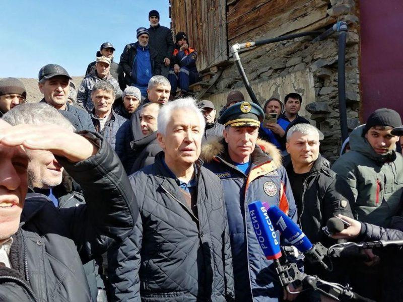Владимир Васильев поблагодарил жителей Цумадинского района за помощь при тушении пожара