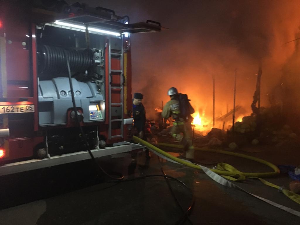 В Махачкале на рынке № 2 произошел пожар