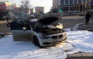 В Махачкале автомобиль BMW загорелся после столкновения с автобусом
