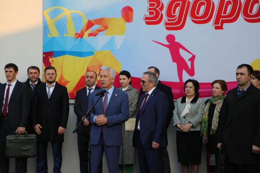 Владимир Васильев посетил открытие спортплощадки в ДГМУ