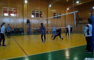 В Кизилюрте стартовала школьная лига по волейболу «Серебряный мяч»