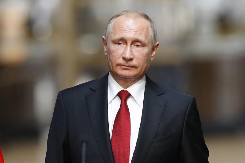 Владимир Путин подписал законы о фейковых новостях и неуважении к власти