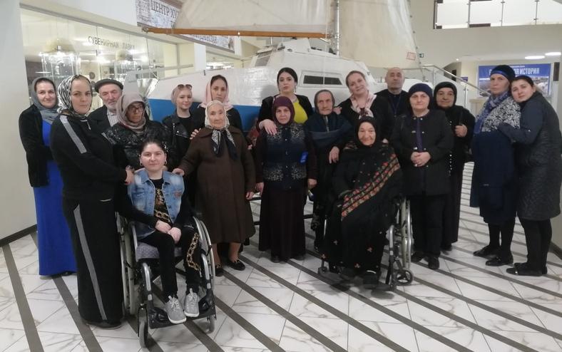 Исторический парк Махачкалы посетили пожилые граждане и инвалиды