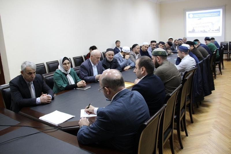 Энрик Муслимов провел встречу с руководителями духовных образовательных организаций Дагестана