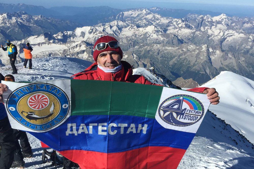 С миру по камню. Альпинист из Дагестана - о том, что несет в рюкзаке на вершины