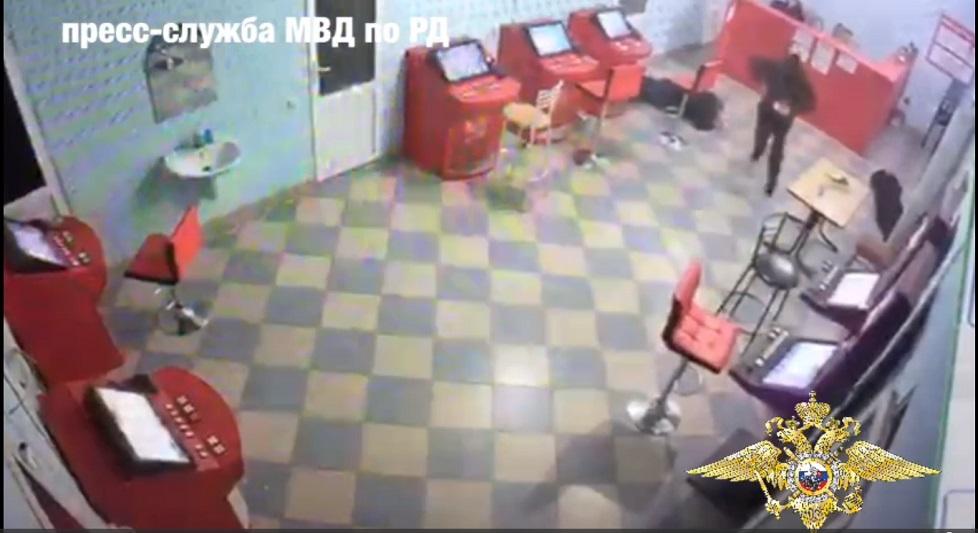 Разыскивается разбойник, ограбивший букмекерскую контору в Манасе