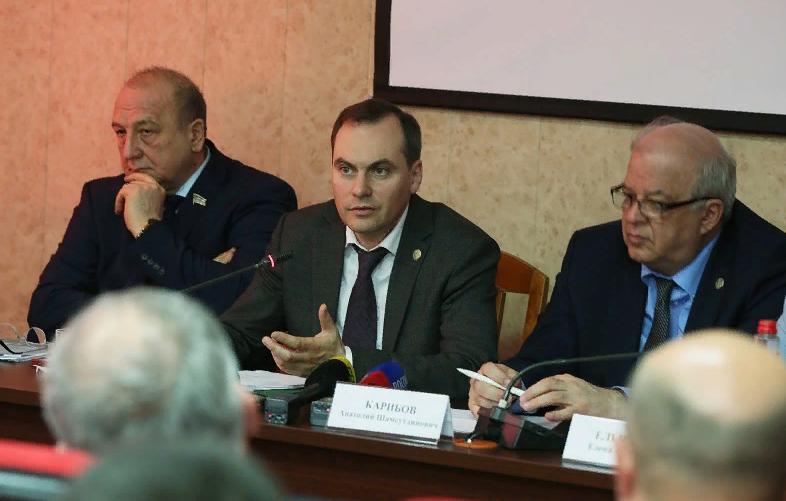 Артем Здунов провел встречу с участниками программы «Земский доктор»