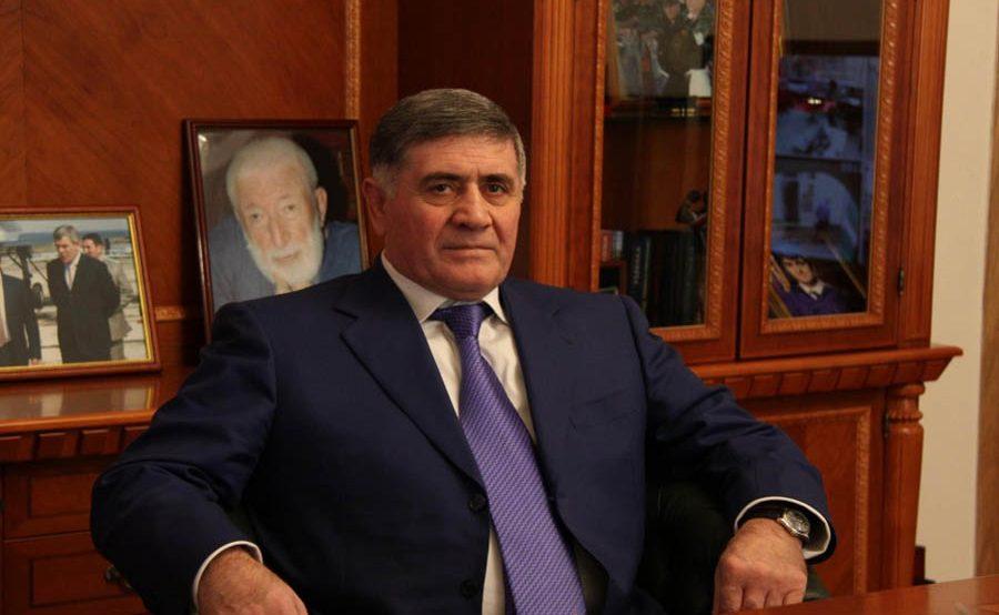 Силовики проводят обыск у экс-директора дагестанского Россельхозбанка