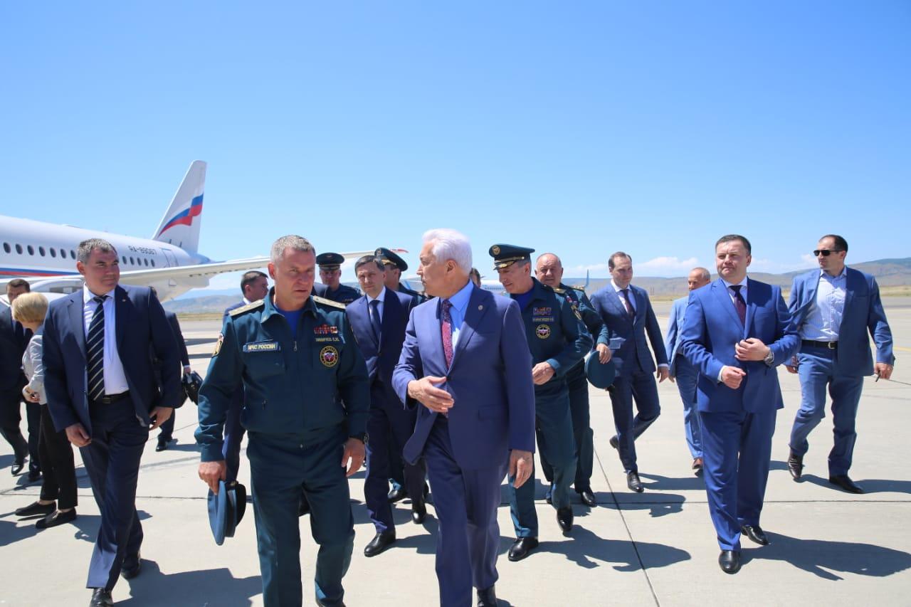В Дагестан прибыли главы МЧС и минприроды России