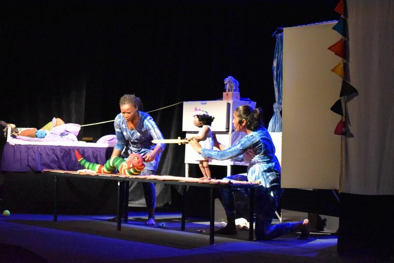 Кукольники из ЮАР показали в Дагестане спектакль «Лумка»