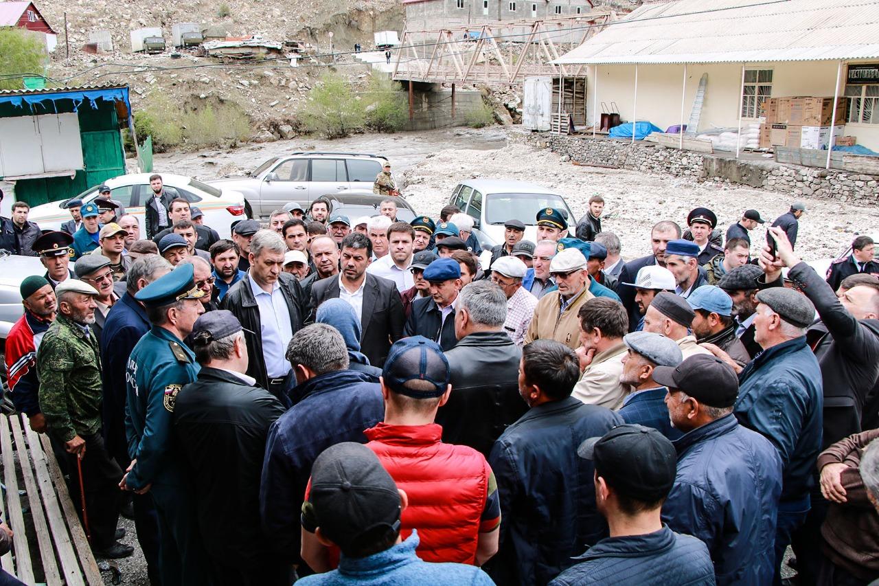 Владимир Иванов посетил пострадавшее от ливней село в Гумбетовском районе