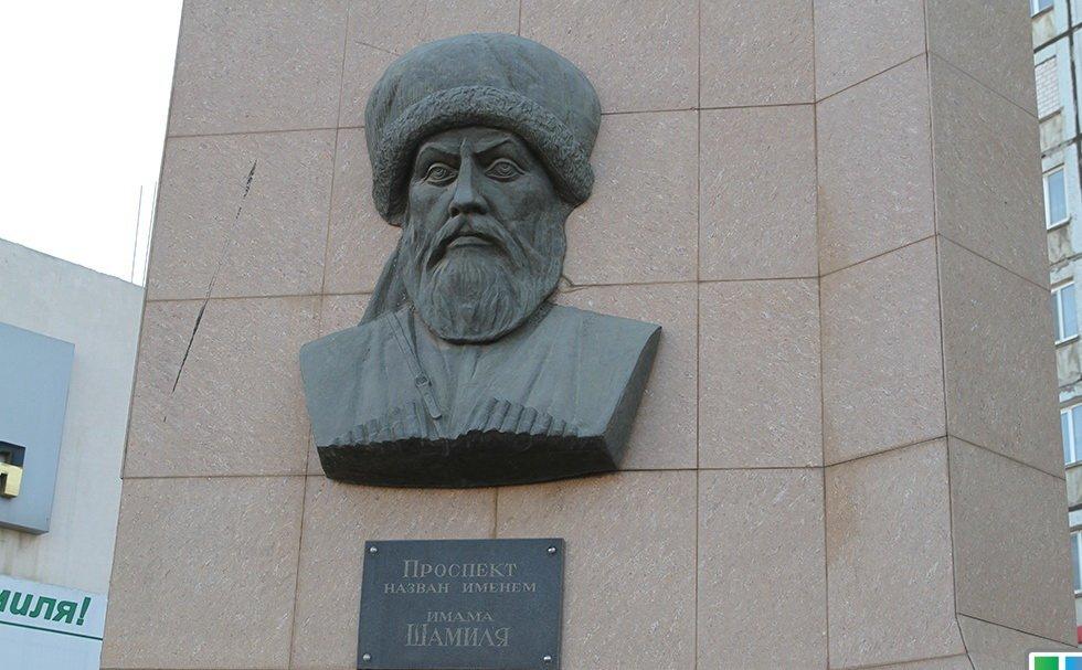 В Махачкале отремонтируют памятник имаму Шамилю