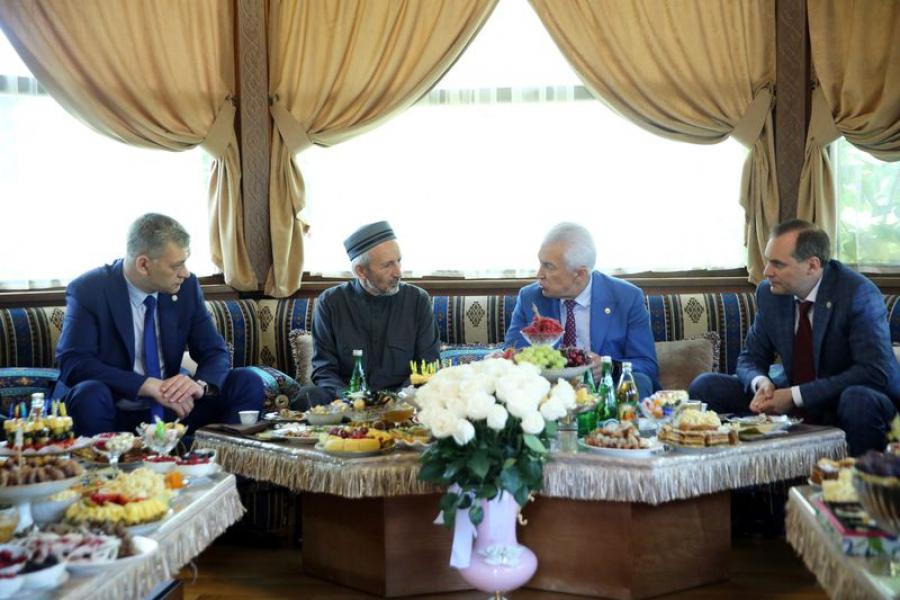 Васильев навестил муфтия Дагестана и поздравил его с наступлением Ураза-байрама