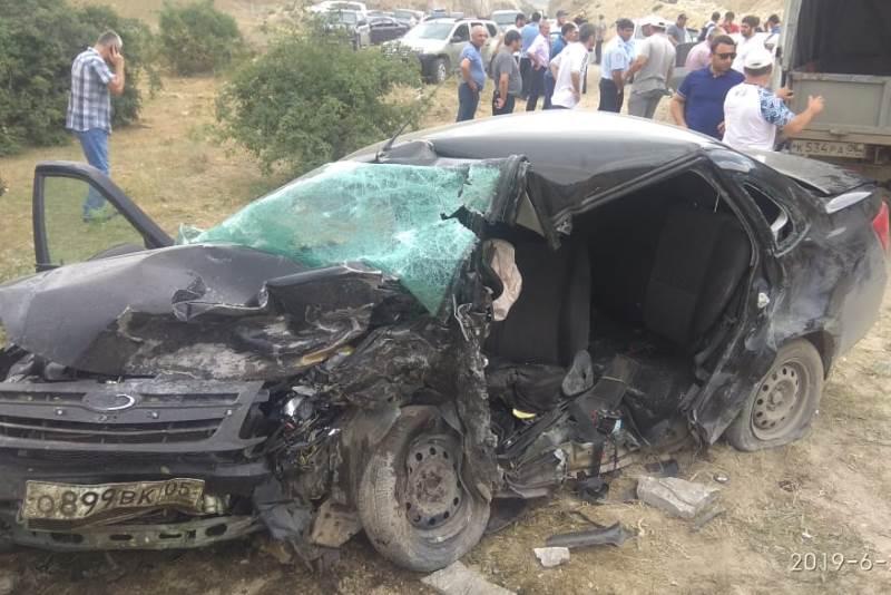 Два человека погибли в ДТП в Буйнакском районе (ФОТО)