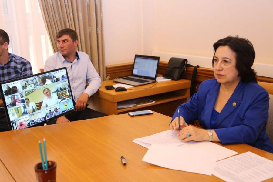Уммупазиль Омарова провела совещание по реализации проекта «150 школ»