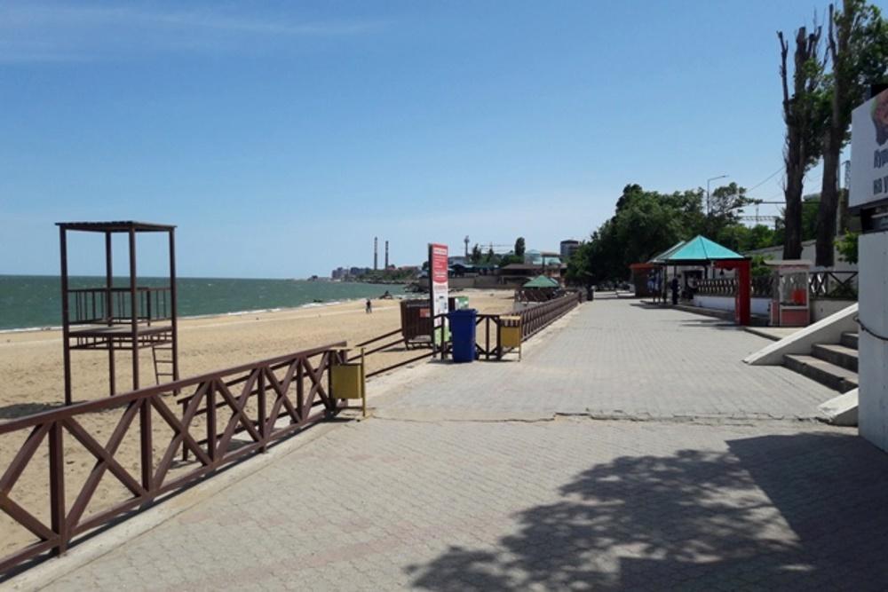 На пляжах Махачкалы введен запрет на купание