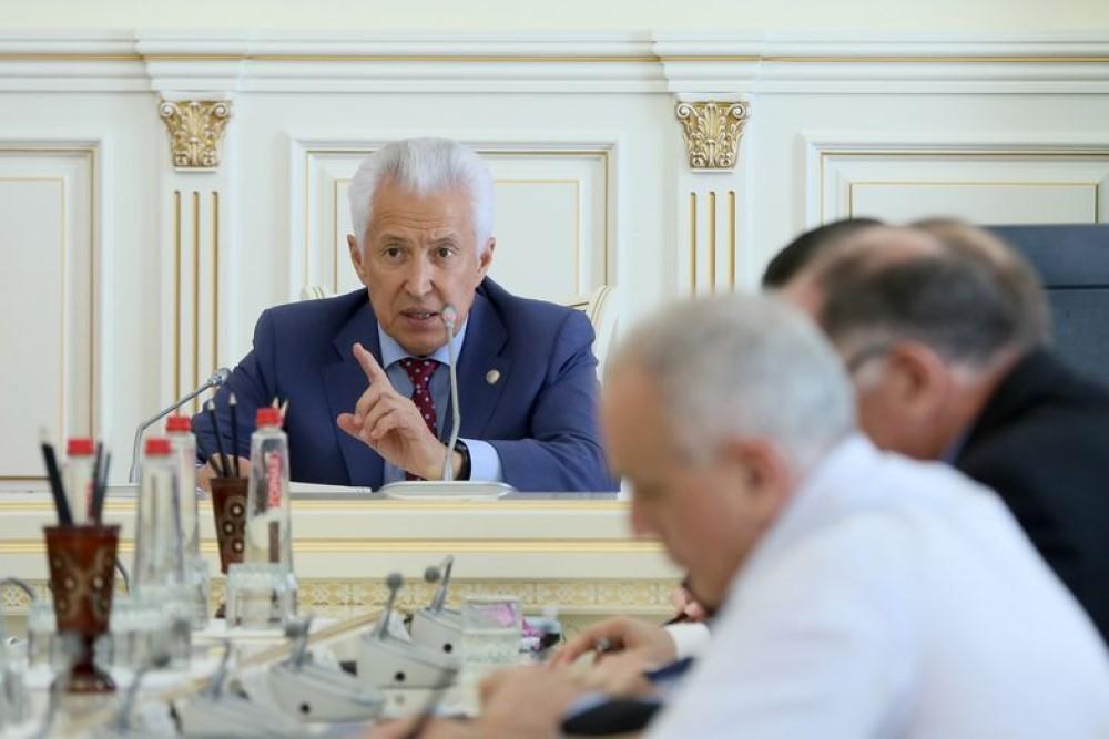 Мусорная реформа, бюджет, госзакупки. О чем говорили на рабочем совещании у главы Дагестана