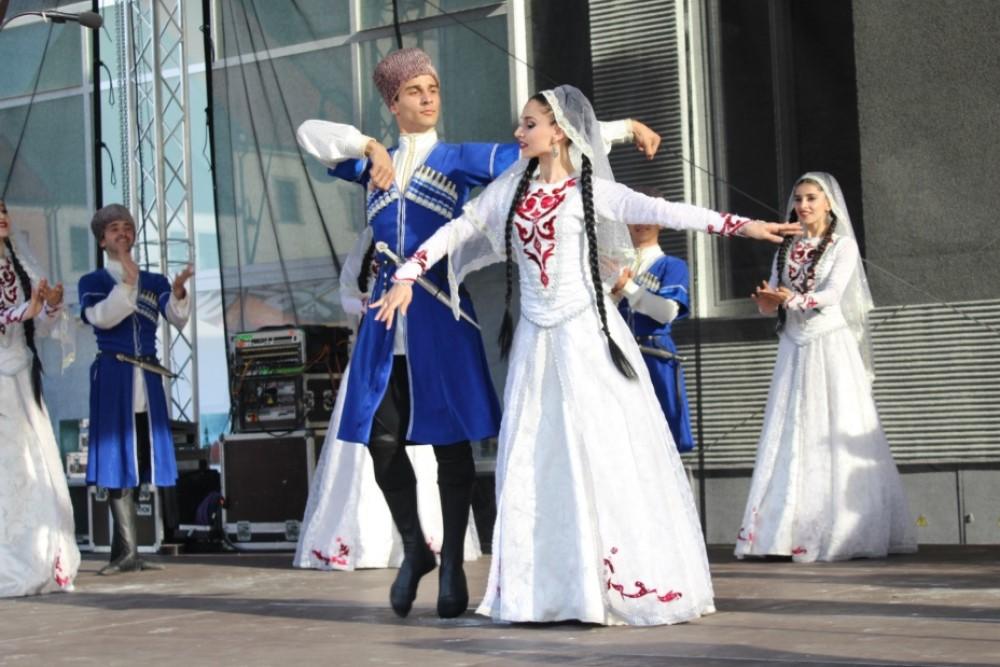 Ансамбль танца «Эхо гор» и народные умельцы представят культуру Дагестана во Франции