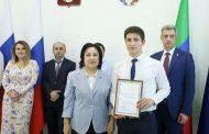 Призер Всероссийской олимпиады школьников по физике Магомед Сантуев принял участие во встрече с Главой Дагестана