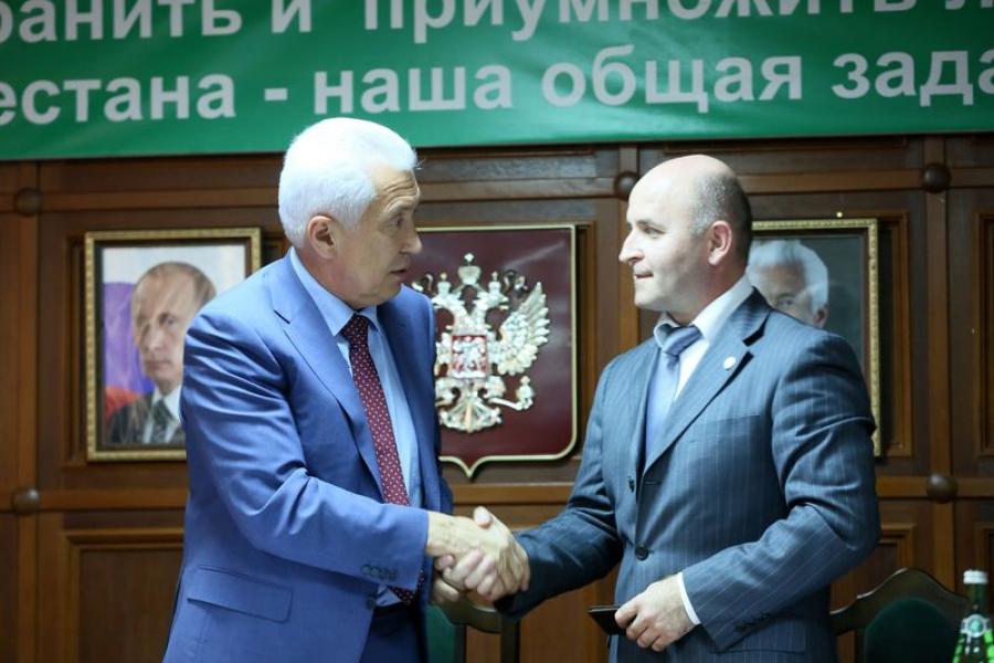 Владимир Васильев представил коллективу Комитета по лесному хозяйству Дагестана нового руководителя