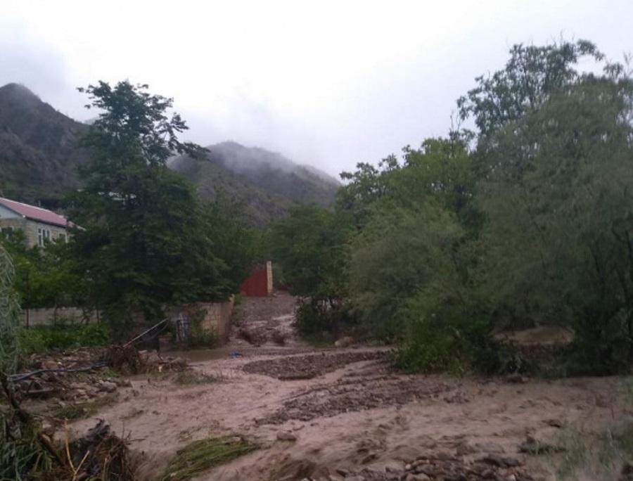 Сель затопил дома и размыл дороги в селе Кудутль
