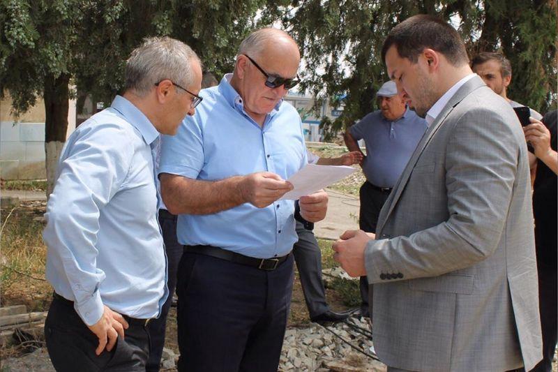 Алибек Алиев проверил ход строительства моста в Буйнакске