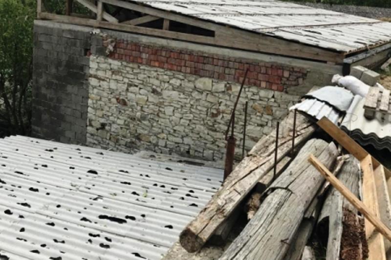 Град и дождь повредили в селе Доргели около 700 домов