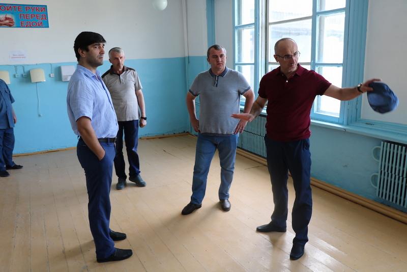 В селе Буртунай Казбековского района завершается ремонт школы