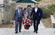 Артем Здунов и Владимир Иванов посетили могилу поэта Расула Гамзатова