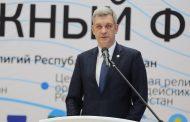 Владимир Иванов приветствовал от имени главы Дагестана участников межрелигиозного форума