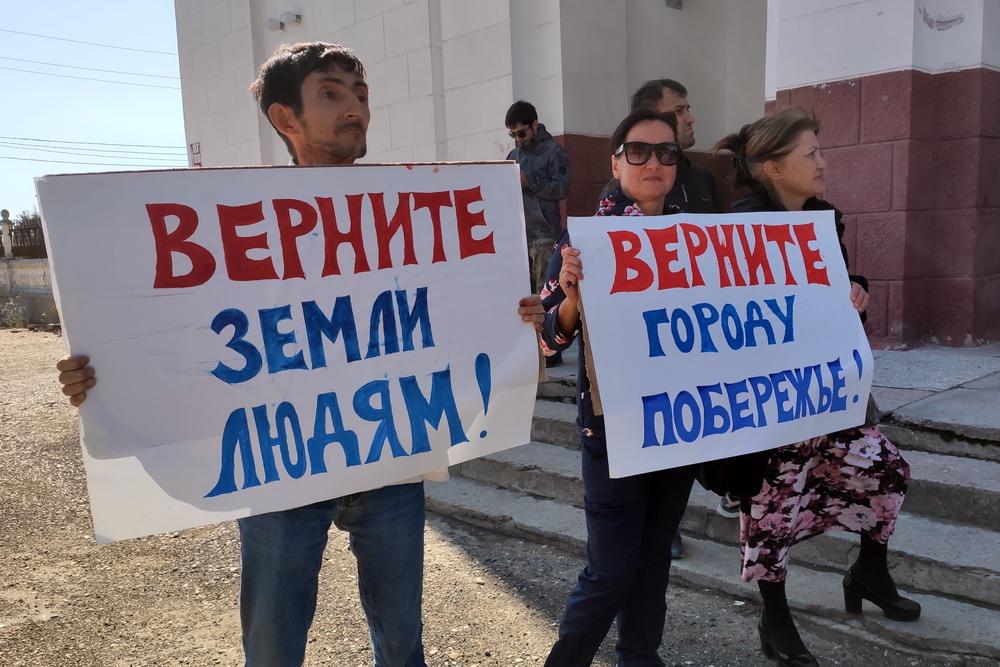 В Каспийске прошел митинг против хаотичной застройки города