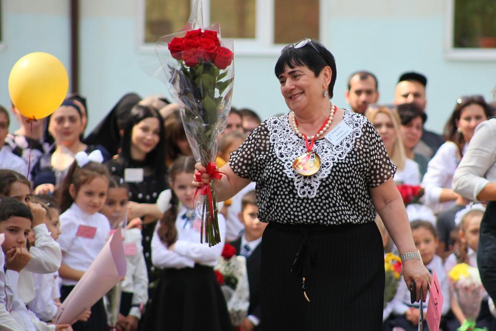 «Коммерсантъ» выяснил, сколько зарабатывают учителя в разных регионах России