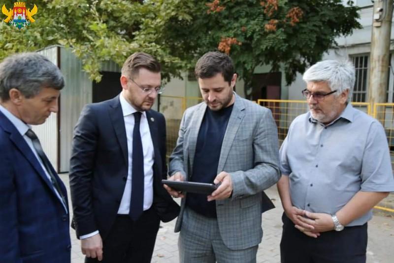 Салман Дадаев анонсировал начало работ по ремонту главной площади Махачкалы