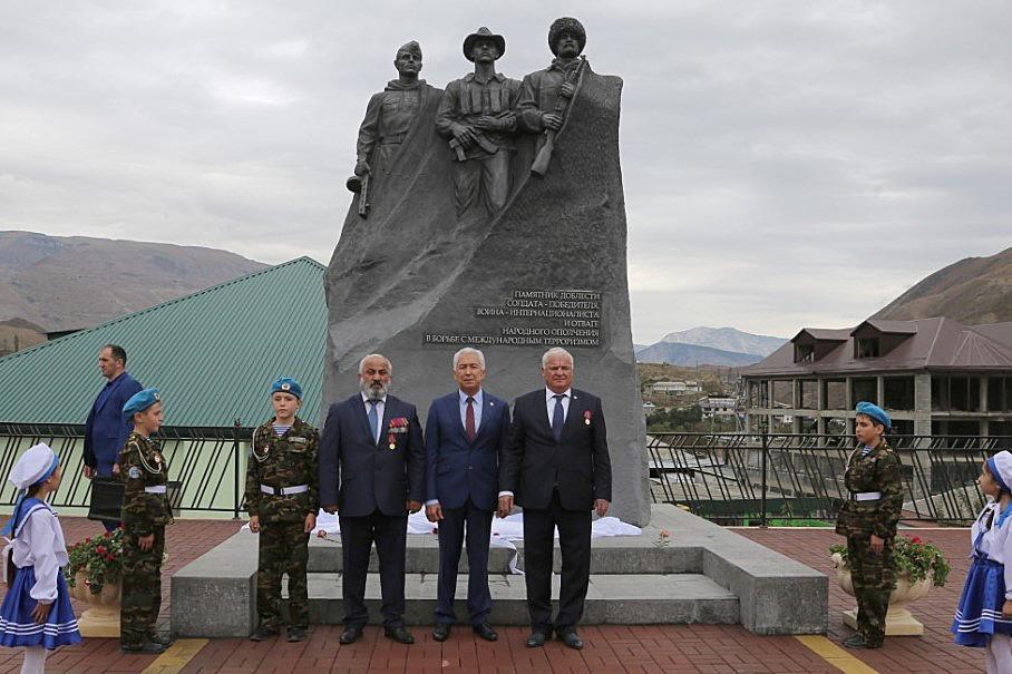 В Ботлихском районе открыт памятник погибшим воинам(ФОТО)