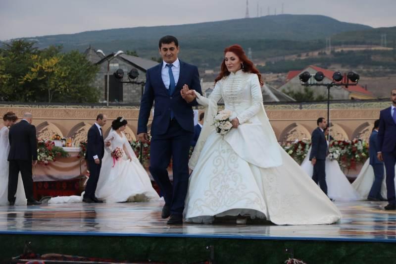 Самая массовая свадьба в Дербенте получила сертификаты Книги рекордов России (ФОТО)