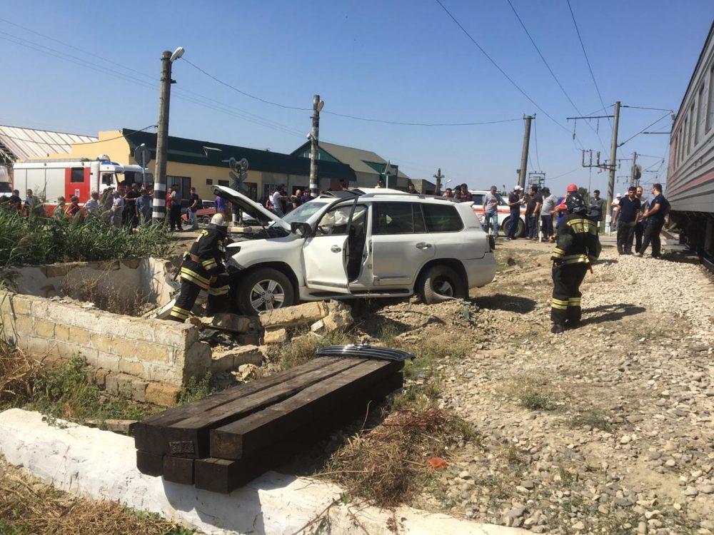В Кизилюртовском районе внедорожник столкнулся с поездом, погибли два человека