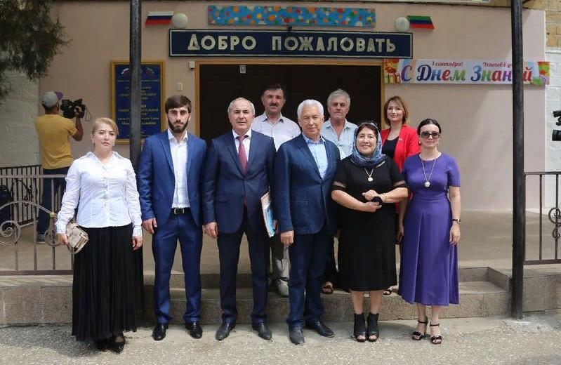 Владимир Васильев посетил школу в Избербаше