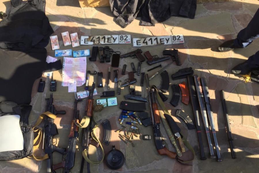 Полиция задержала общественника Махи Идрисова, изъяв в его доме арсенал