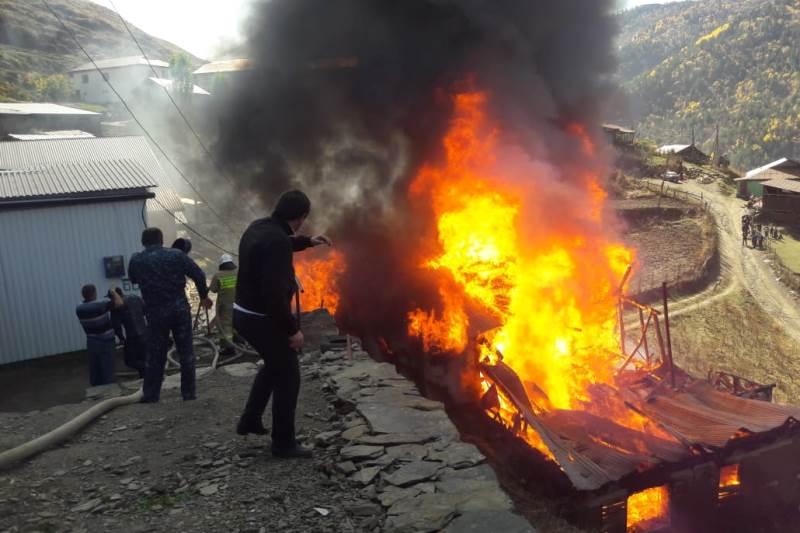 В селе Гидатли сгорел двухэтажный дом