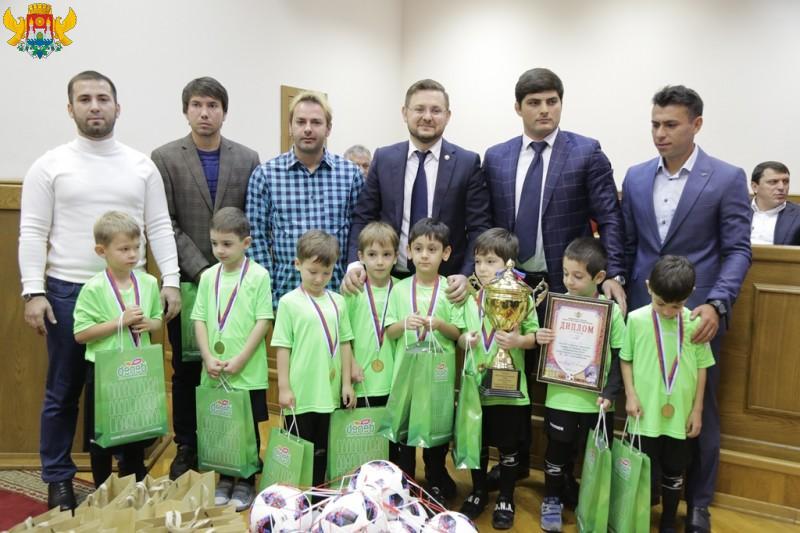 В Махачкале наградили победителей турнира «Кожаный мяч»