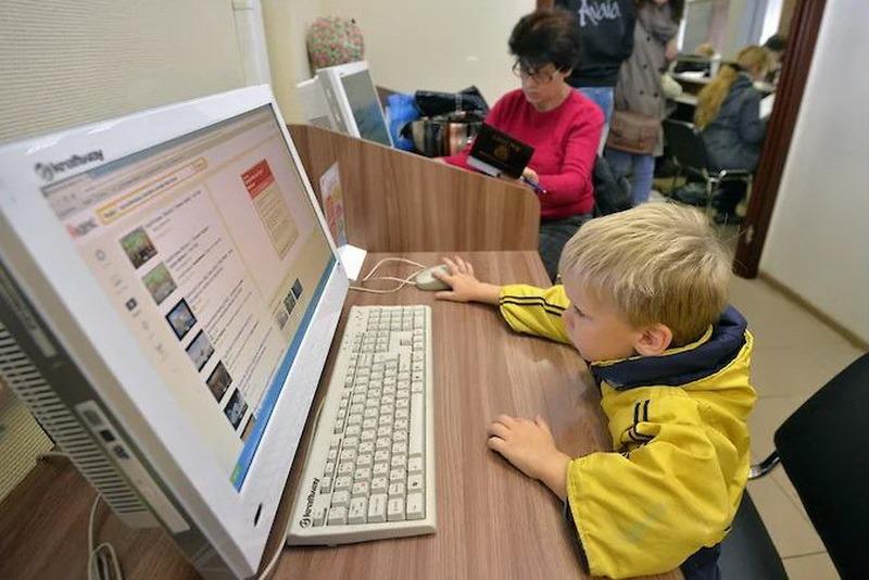 Ученые определили оптимальное время, которое дети могут проводить онлайн
