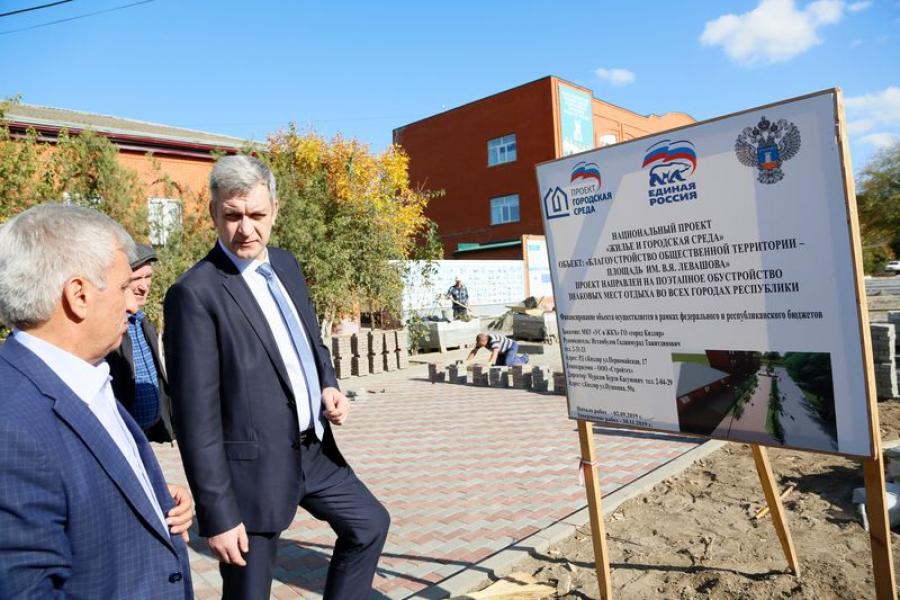 Владимир Иванов проверил в Кизляре ход реализации проекта «Комфортная городская среда»